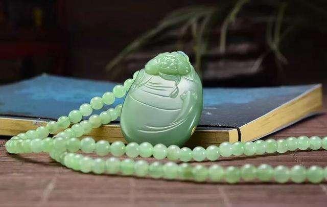 中国玉石众多, 为何和田玉被称为真玉、国石? 玉石能消灾纳福