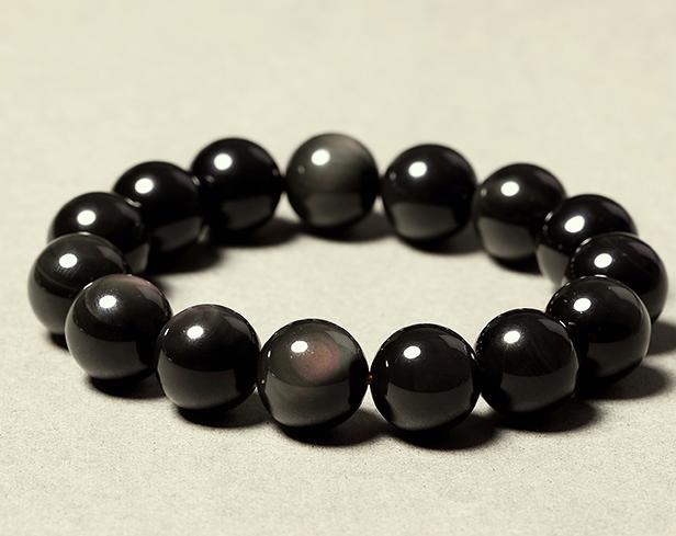 除了吸纳负能量 佩戴黑曜石饰品还有很多作用